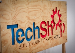 April 9, 2015: Senator Costa visits and tours the TechShop with Governor Wolf on the Jobs that Pay Tour
