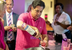 May 9, 2019: Senator Costa is a guest bartender at the Hilton Garden Inn in Oakland for the annual #Drink4Pink fundraiser for the Susan G Komen foundation. Proceeds go to finding a cure for breast cancer!